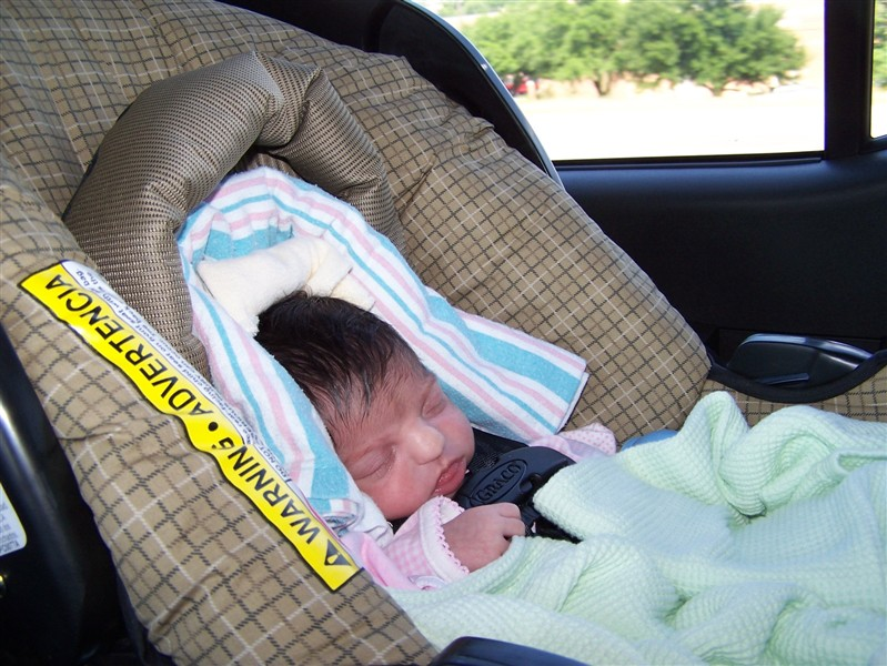 It takes a lot of blankets to secure a baby of less than 5 lbs in a carseat. from hdydi.com
