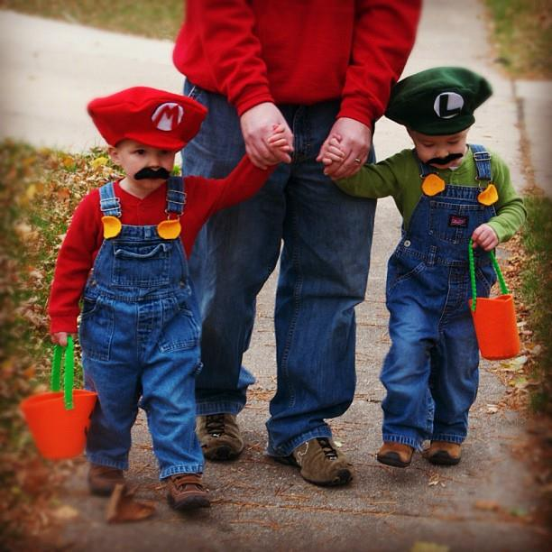 Twin diy halloween costumes how do you do it halloween diy costumes hdydi solutioingenieria Images