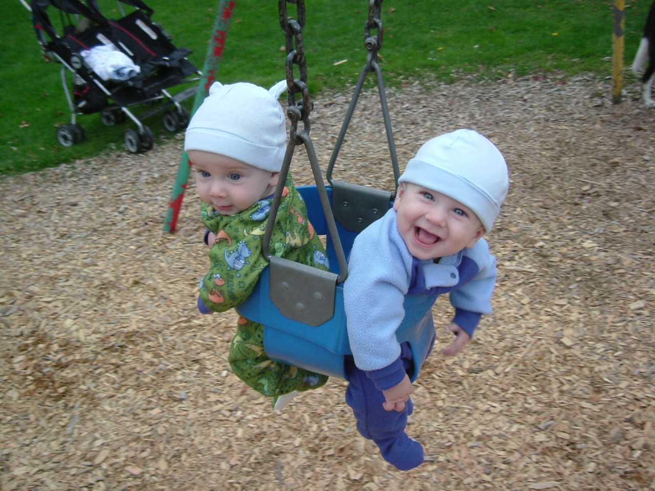 Three Pictures you *MUST* Take of Your Twin Babies | How Do You Do It?
