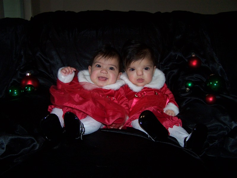 Twinfant Tuesday: Holiday Photos at home with multiple infants. Dress up your couch!