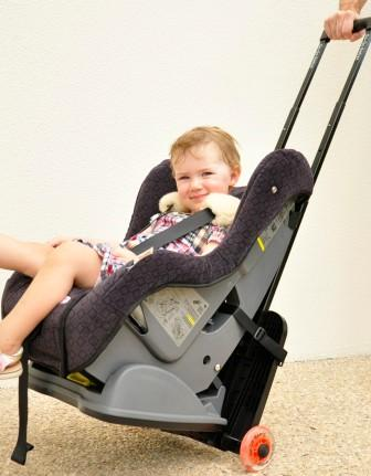gogo Kidz Travelmate in use. This is the easiest way to get a car seat through the airport.